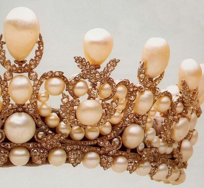 Діадема імператриці Євгенії. 1998 алмазів, 212 перлин, срібло, часткова позолота.